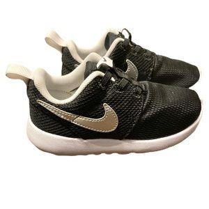 Nike Roshe One - toddler size 9C